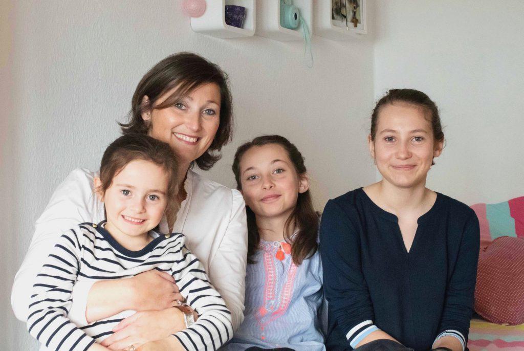 Laurence (41 ans), Constance (13 ans), Agathe (11 ans) & Léonie (6 ans)